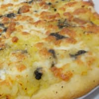 Pizza with potatoes, cream and black truffle mozzarell
