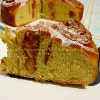 pastel de rosas con mermelada de albaricoque y almendras