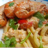 Pincinelle con carne de cangrejo, camarones y rúcula
