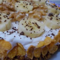 Tart cold bananas, chocolate, nuts and grains