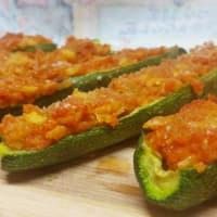 Zucchinette ripiene con salsa a sfincione
