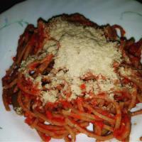 Pasta fresca di farro integrale con sugo di pomodoro e olive