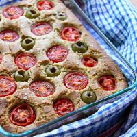 Focaccia pugliese alle olive verdi e pachino