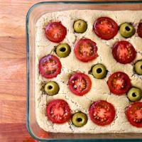 Focaccia de Apulia con aceitunas verdes y tomates cherry paso 12
