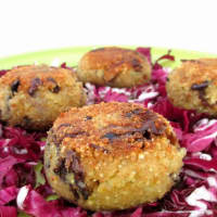 Meatballs quinoa with radicchio and cauliflower