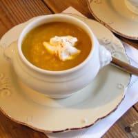 Crema de zanahoria, yogur griego y azafrán