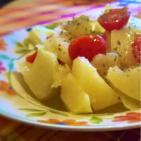 Patatas hervidas tomates y orégano