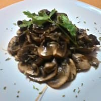 Button mushrooms sautéed cream