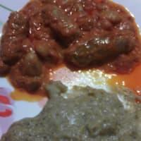 Polenta taragna con salsiccia e fagioli in umido