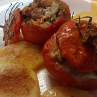 Tomates rellenos de pisto