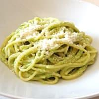Espaguetis con pesto de calabacín