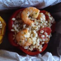 Pimientos rellenos de camarones de cebada y tomates cherry paso 11