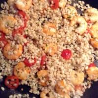 Pimientos rellenos de camarones de cebada y tomates cherry paso 8