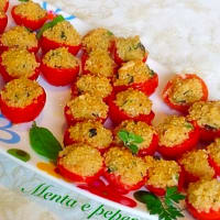Cherry tomatoes stuffed with quinoa