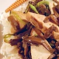 Tofu perfumado con jengibre y setas