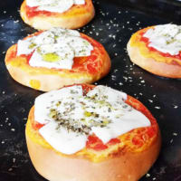 Small pizzas with mozzarella rice