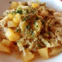 guiso de verza con patatas y azafrán