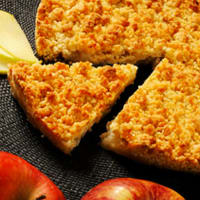 Crumble with apples and plums