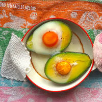 Avocado in the oven with eggs