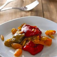 Sweet and sour peppers with raisins and pine nuts