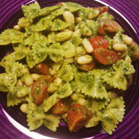 Farfalle with rocket pesto and cannellini
