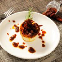 Pudines ricotta con pesto de tomate