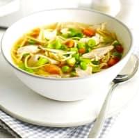 sopa de fideos y pavo