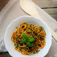 Zoodles with pesto with dried tomatoes