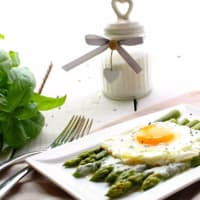 Asparagus Parmesan sauce with fried egg