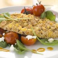 Cotolette di pollo con pomodorini saltati, spinaci e feta