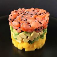 Tartare de salmón con aguacate y mango