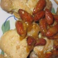 Mini brochetas de pollo y pavo con almendras