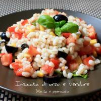 Cebada plato de verduras frío