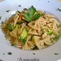 Pasta with salmon and zucchini