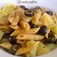 Pasta con patate, olive e capperi