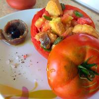 Los tomates crudos rellenos