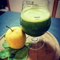 Extract fresh apple, spinach and turmeric