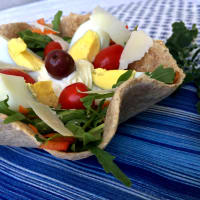 Baskets of wholemeal tortillas with salad and boiled egg step 5
