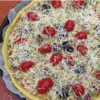 Quiche with Tropea onion, Gaeta olives and plum step 6
