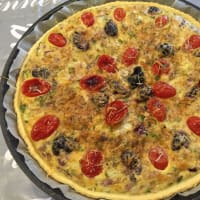 Quiche with Tropea onion, Gaeta olives and plum step 7