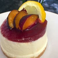 Cheese cake with plums
