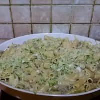 Rigatoni con el calabacín y la cebolleta