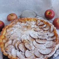Tart with custard apples and cinnamon