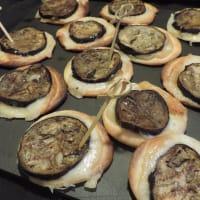 Pizzette de la corteza con la berenjena y scamorza paso 3