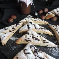 Triángulos de pasta rellenos de crema de castañas paso 1