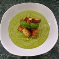 Pea soup and potatoes
