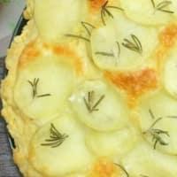 focaccia rápida con patatas y queso mozzarella