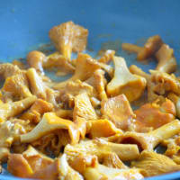 Noodles with chanterelles step 2