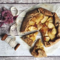 Galette with rustic vegan apple