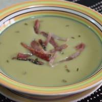 Sopa de puerros, patatas y tocino